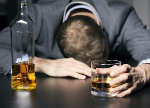Uống quá nhiều rượu bia, đàn ông Việt dễ đột tử bậc nhất thế giới.